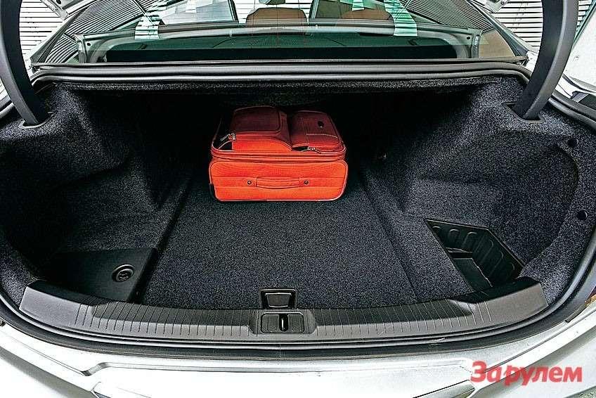 Заявленный объем багажника— скромные 289 литров.