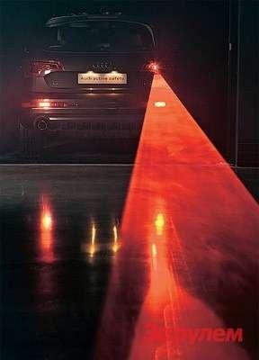 Наиболее приближена ксерийной новая конструкция заднего противотуманного фонаря— сюда приспособили лазер. Вдождь или туман его лучи, расходящиеся вформе треугольника, отлично видны. Вясную погоду проекция лазера надорожное полотно ввиде алой поперечной линии убедительно обозначает безопасную дистанцию.