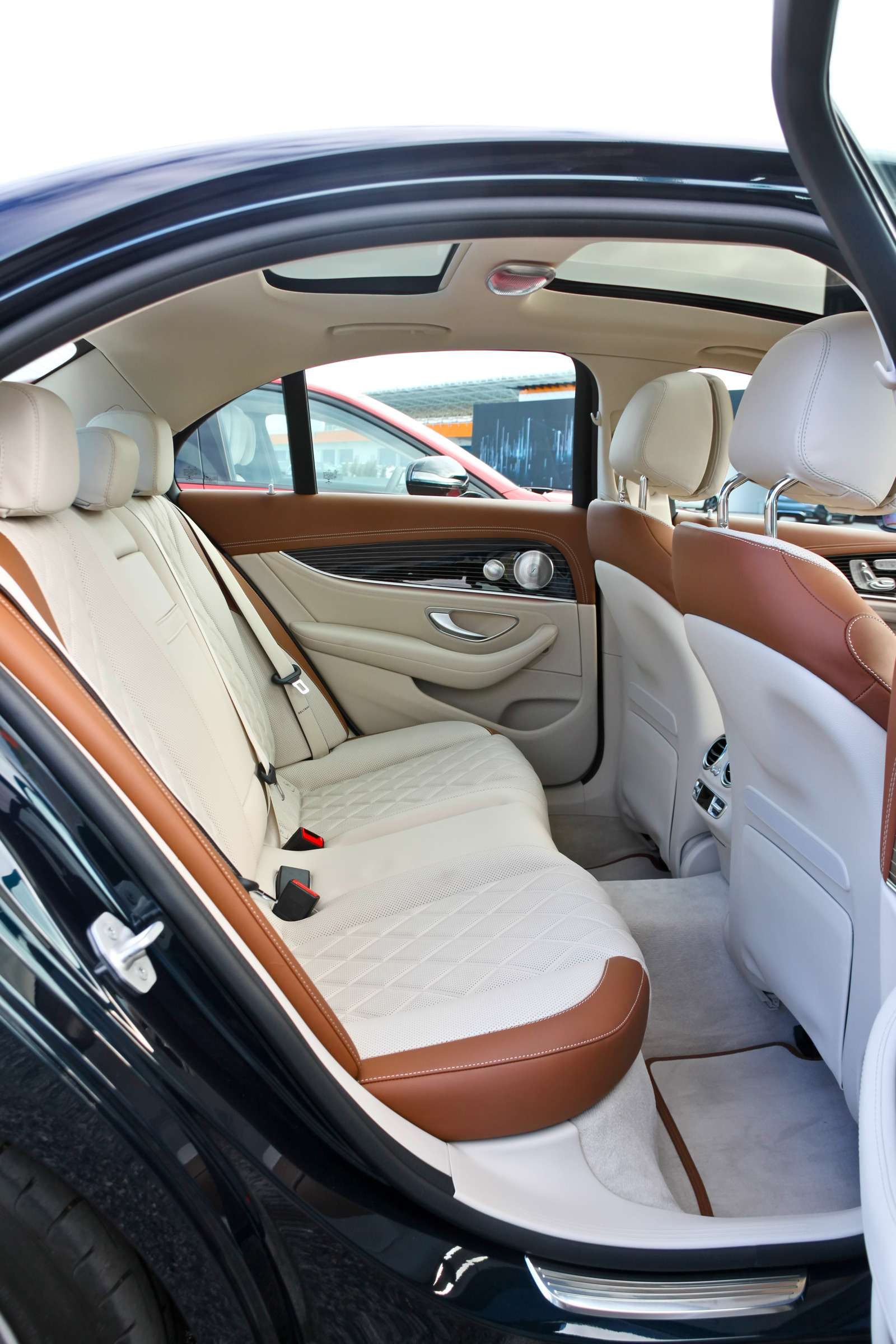Новый  Mercedes-Benz E-класса: сравниваем версии— фото 570037