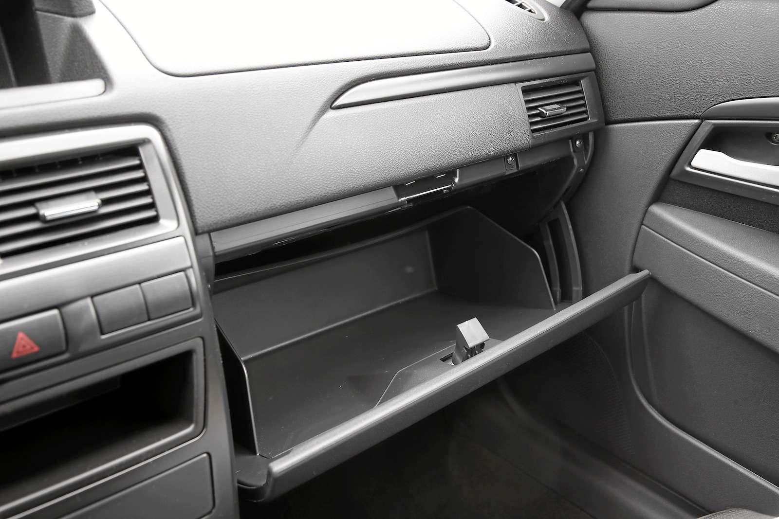 Лада Приора Стандарт: что потерял седан сдоступным ценником— фото 593414