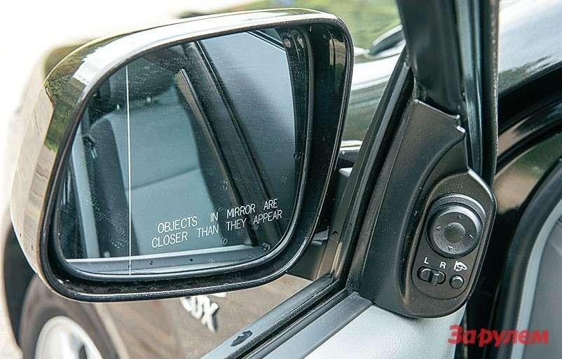 Зеркала Daewoo Gentra складываются, стоит лишь нажать кнопку.
