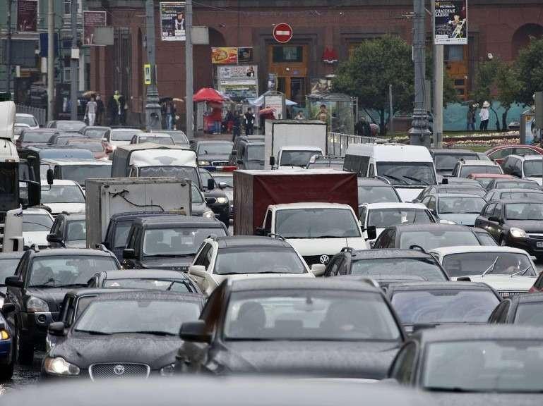 Скорость движения вцентре Москвы вчасы-пик повысилась на11%