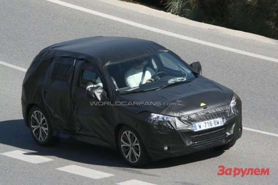 Peugeout 2008 top-front view