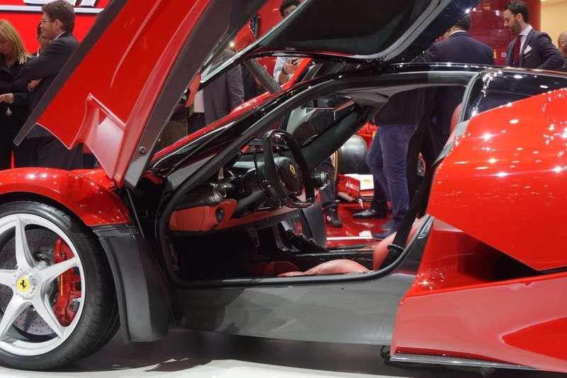 Ferrari-La-Ferrari-12[2]_no_copyright