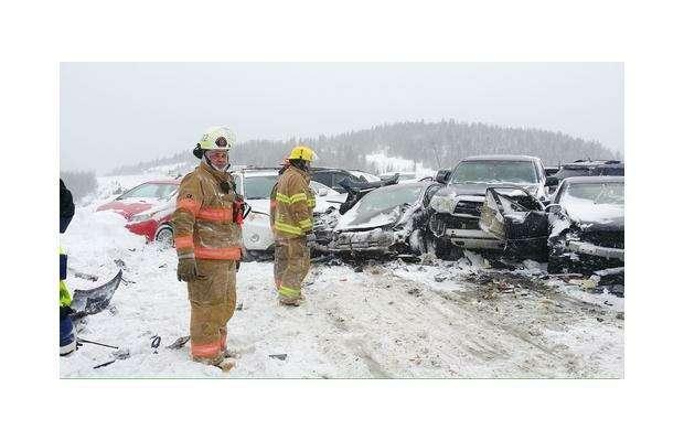 47автомобилей столкнулись вметели вКанаде