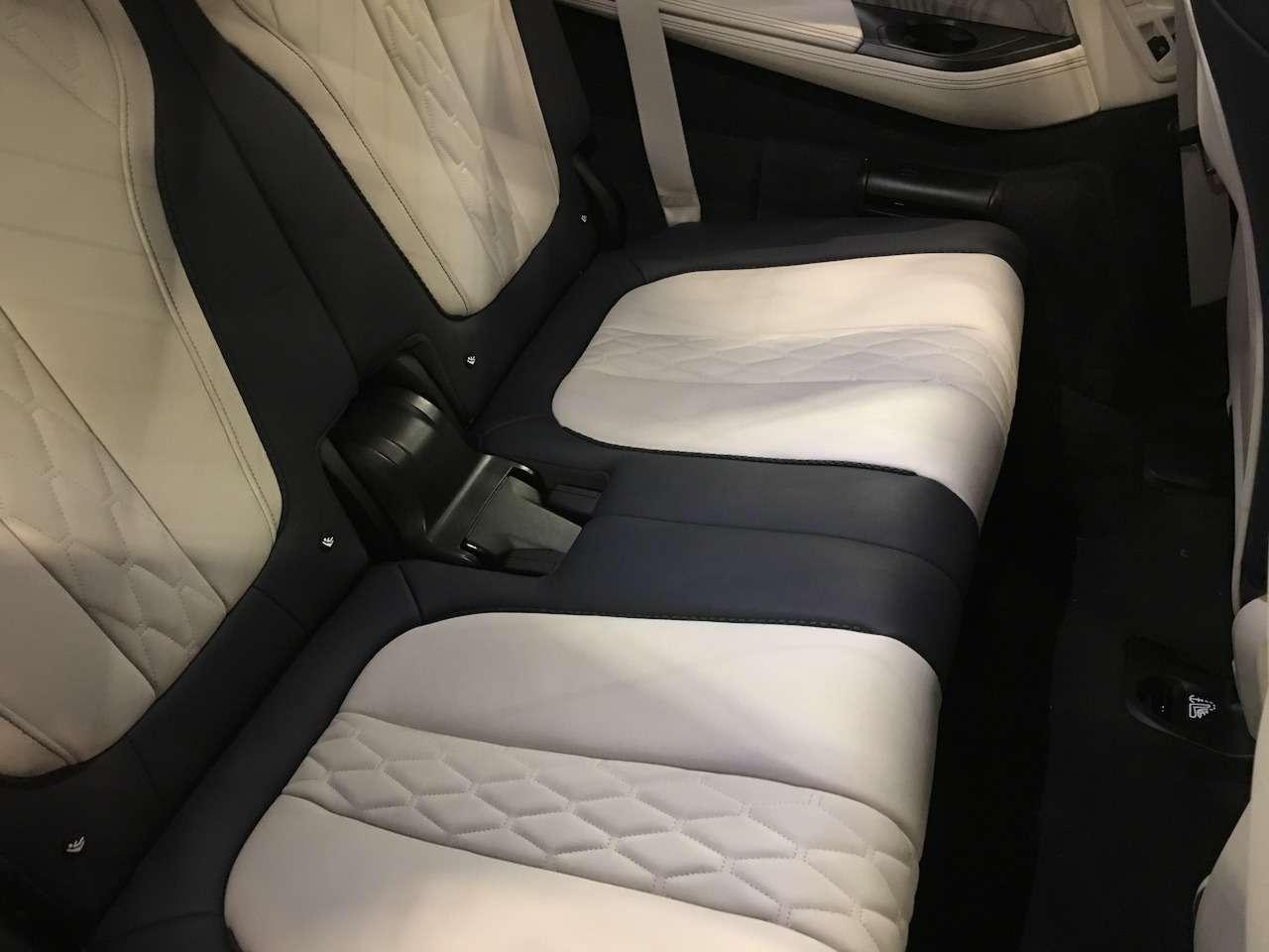 Новейший BMW X7засветился вМоскве— фото 930779