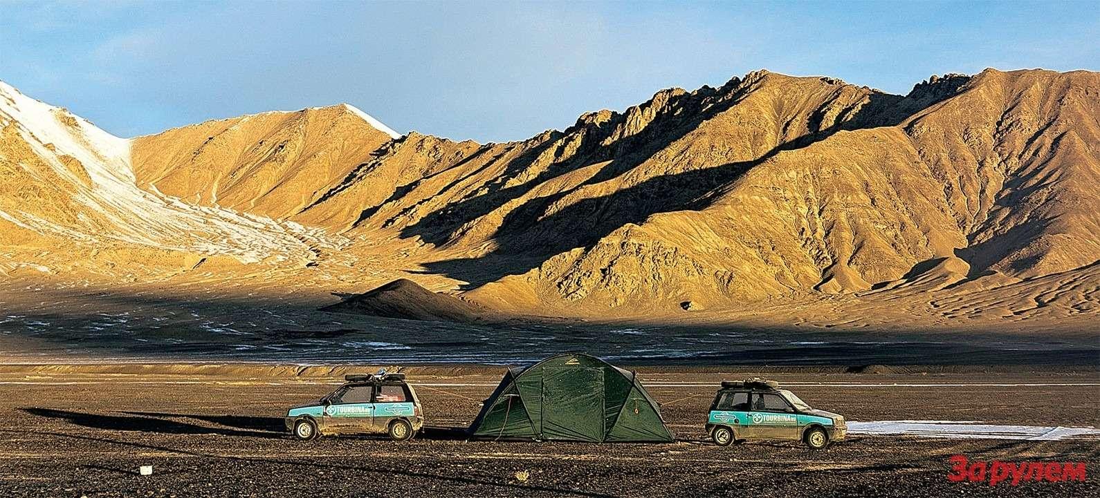 Мургаб— самый высокогорный райцентр СССР. Утром, когда взошло солнце, термометр показывал минус двадцать…