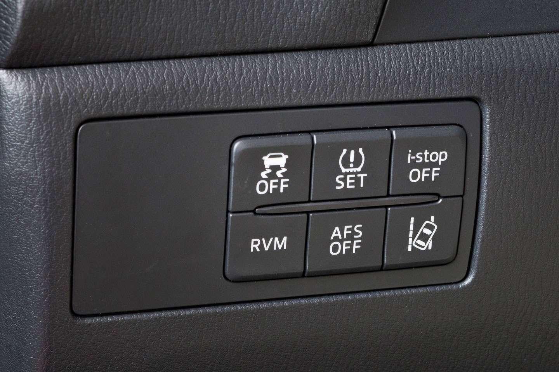 2014 Mazda3 Sedan 6[2] nocopyright (26)