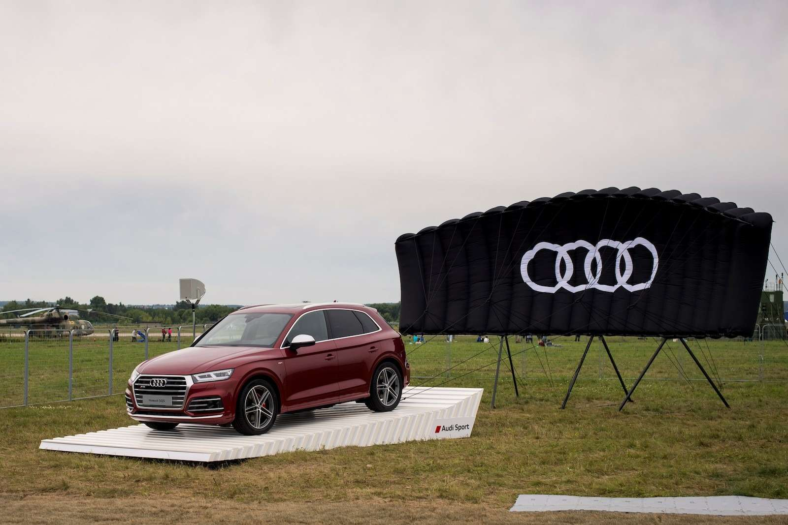 МАКС-2017: премьера Audi SQ5и RS5и гонки ссамолетами— фото 777812
