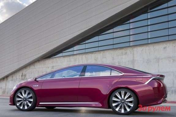Toyota NS4 Advanced Plug-in Hybrid Concept side view