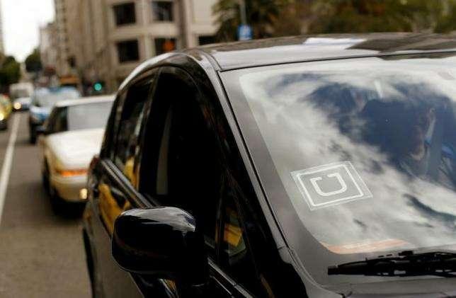 Автомобиль сэмблемой Uber