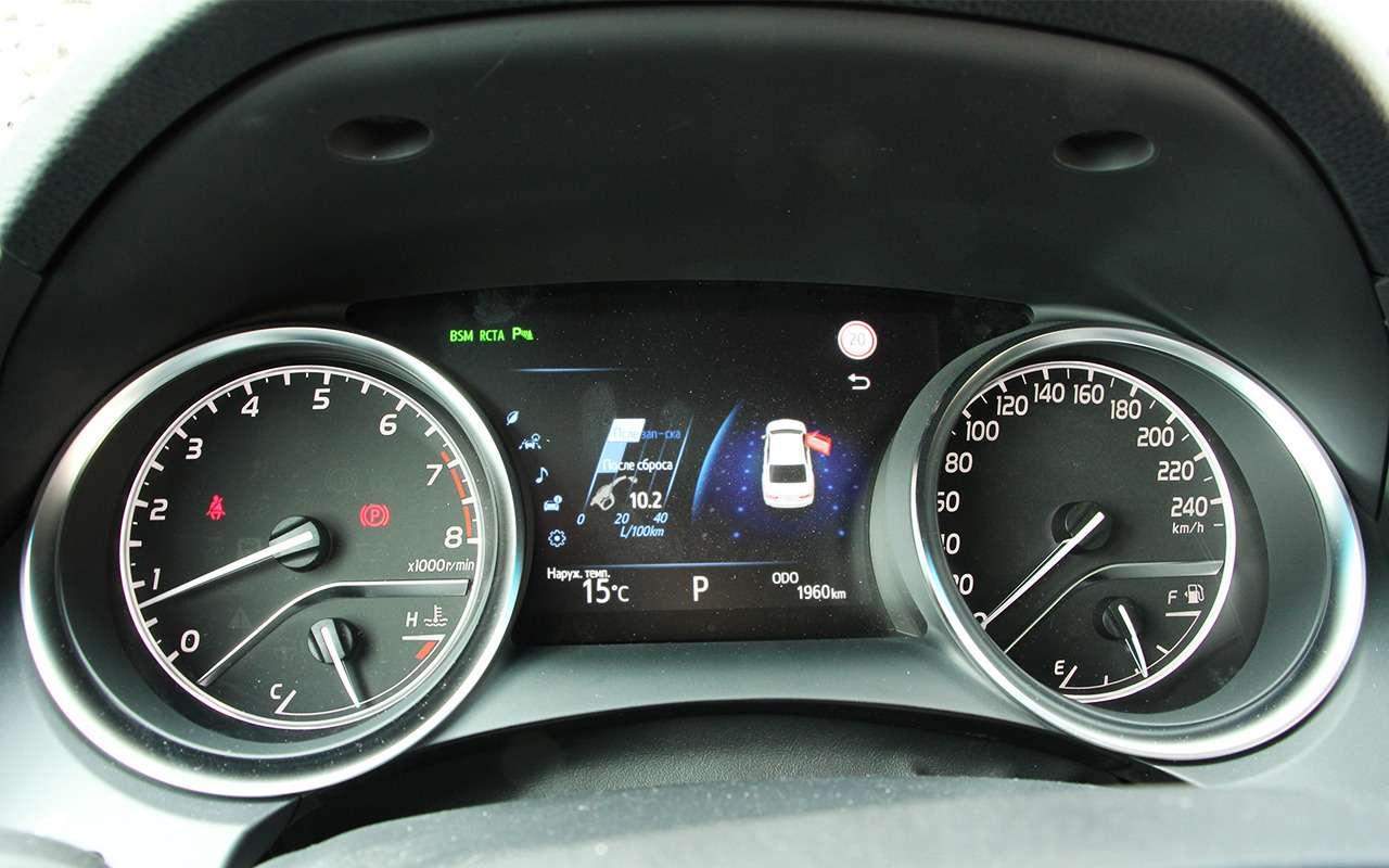 Новая Toyota Camry: первый тест-драйв— фото 867543
