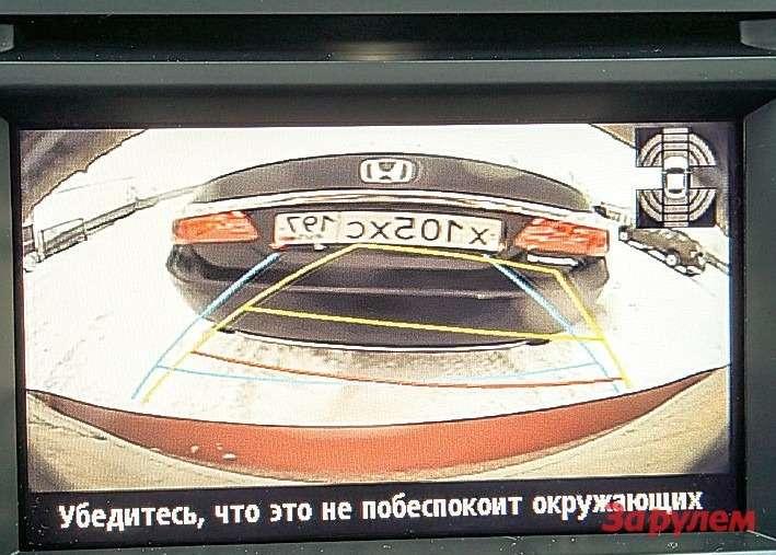 У «Мазды» монитор наименьшего размера.