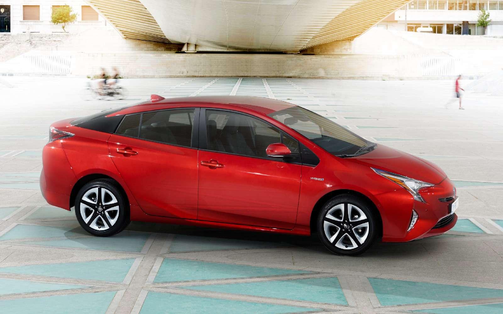 Дляумных ипродвинутых: Toyota Prius возвращается вРоссию— фото 698859