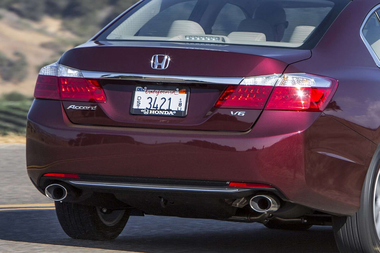 2016-Honda-Accord-VS-2015-10