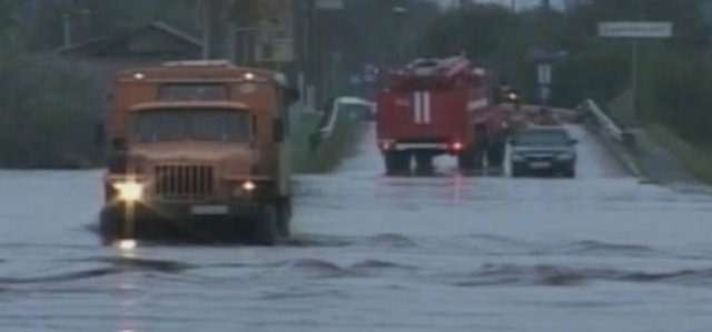 Разлившийся Амур преодолел полотно главной автотрассы региона zr.ru