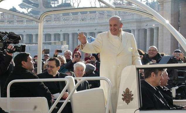Глава католической церкви прокатил старого друга напапамобиле