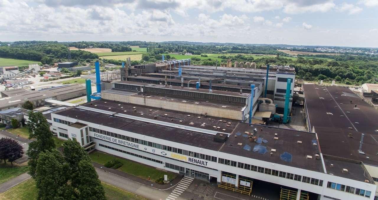 Рабочие завода Renault взяли взаложники топ-менеджеров
