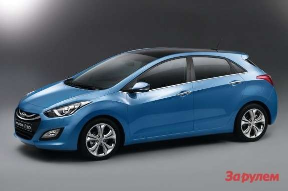 Hyundai i30 side-front view