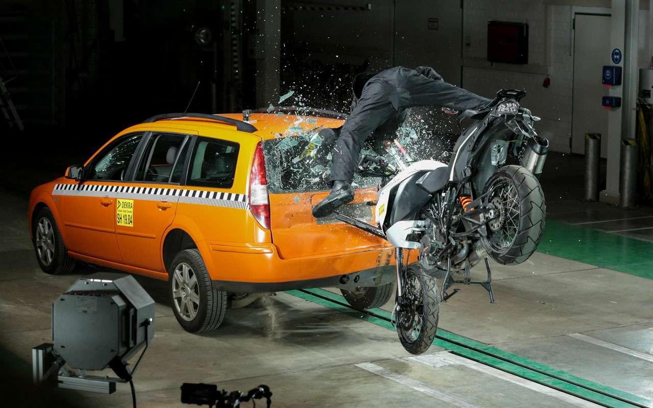 Bosch сделал новую защиту длямотоциклистов— фото 1138264