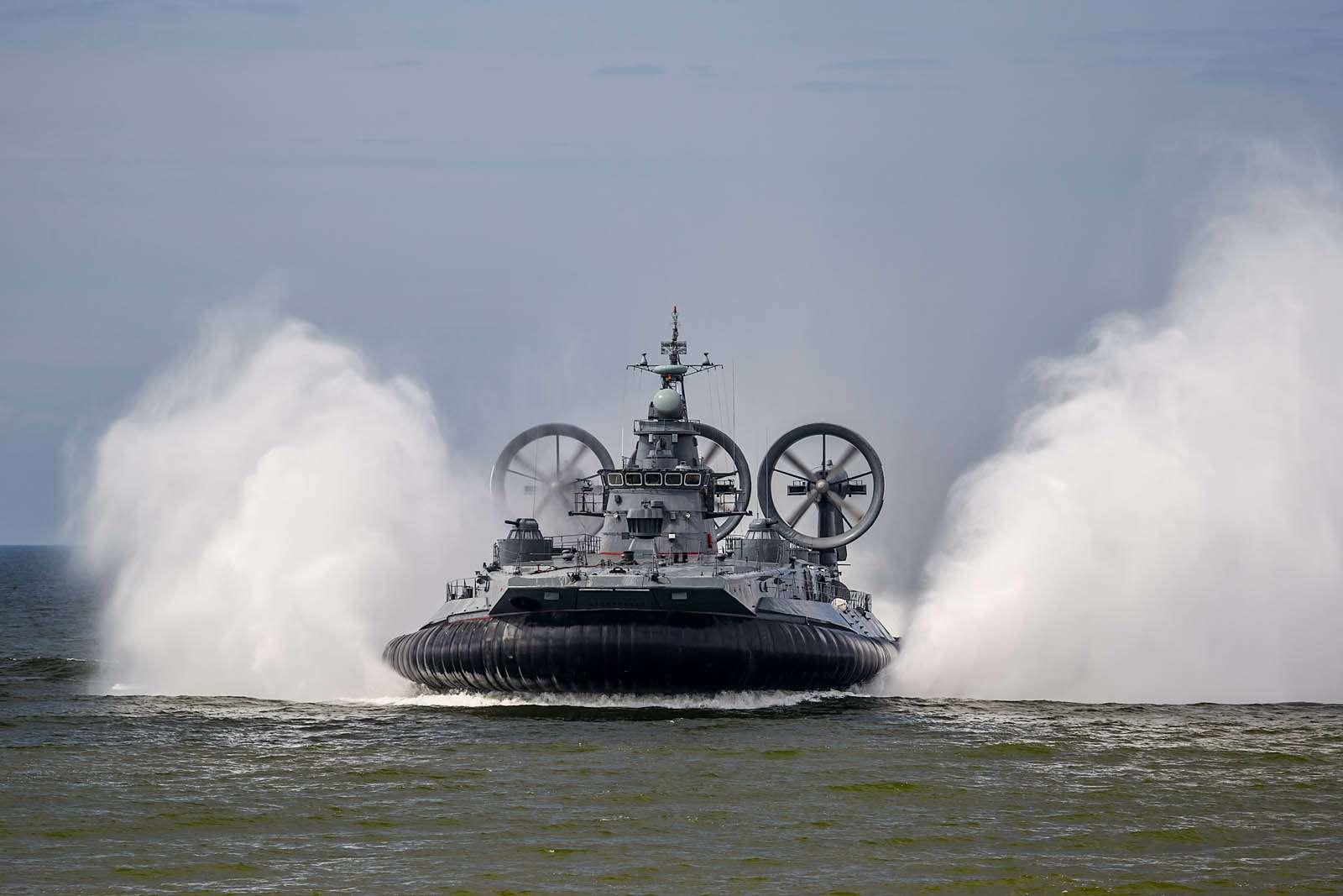 фото военные корабли на воздушной подушке поверхности