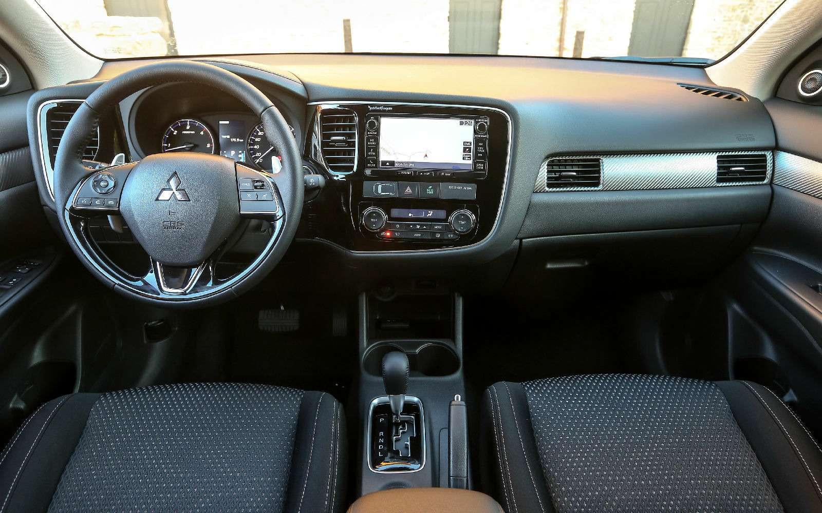 Mitsubishi Outlander стал доступнее благодаря двум новым комплектациям— фото 841174