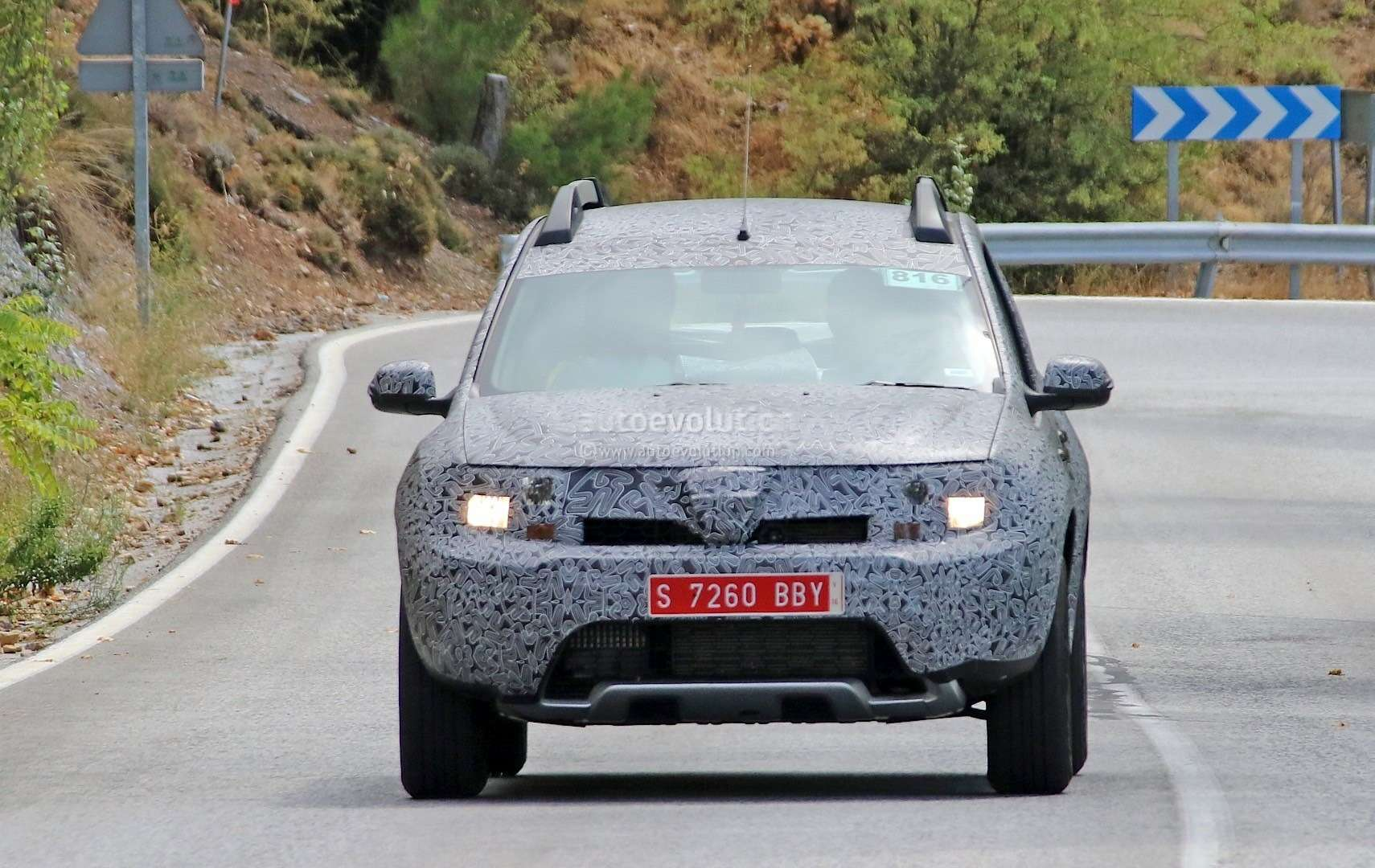all-new-dacia-duster-caught-in-first-spyshots-plus-dacia-novelties-for-frankfurt-photo-gallery_1