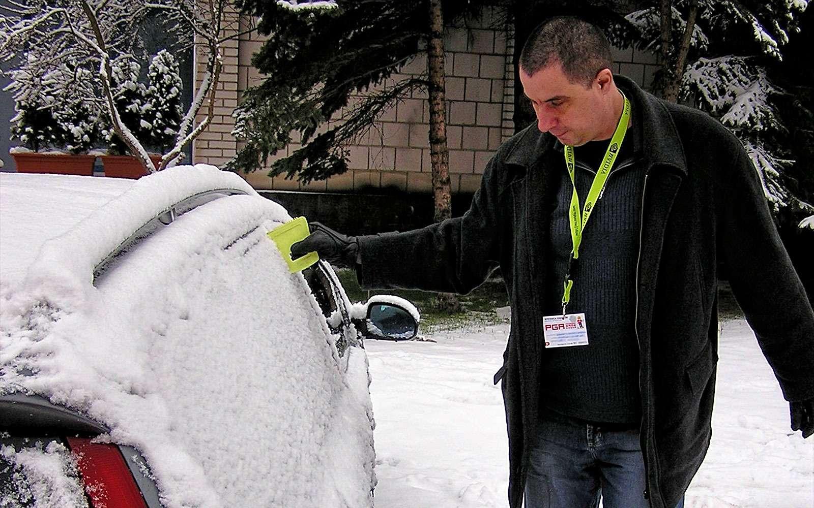Стряхивание снега зимой