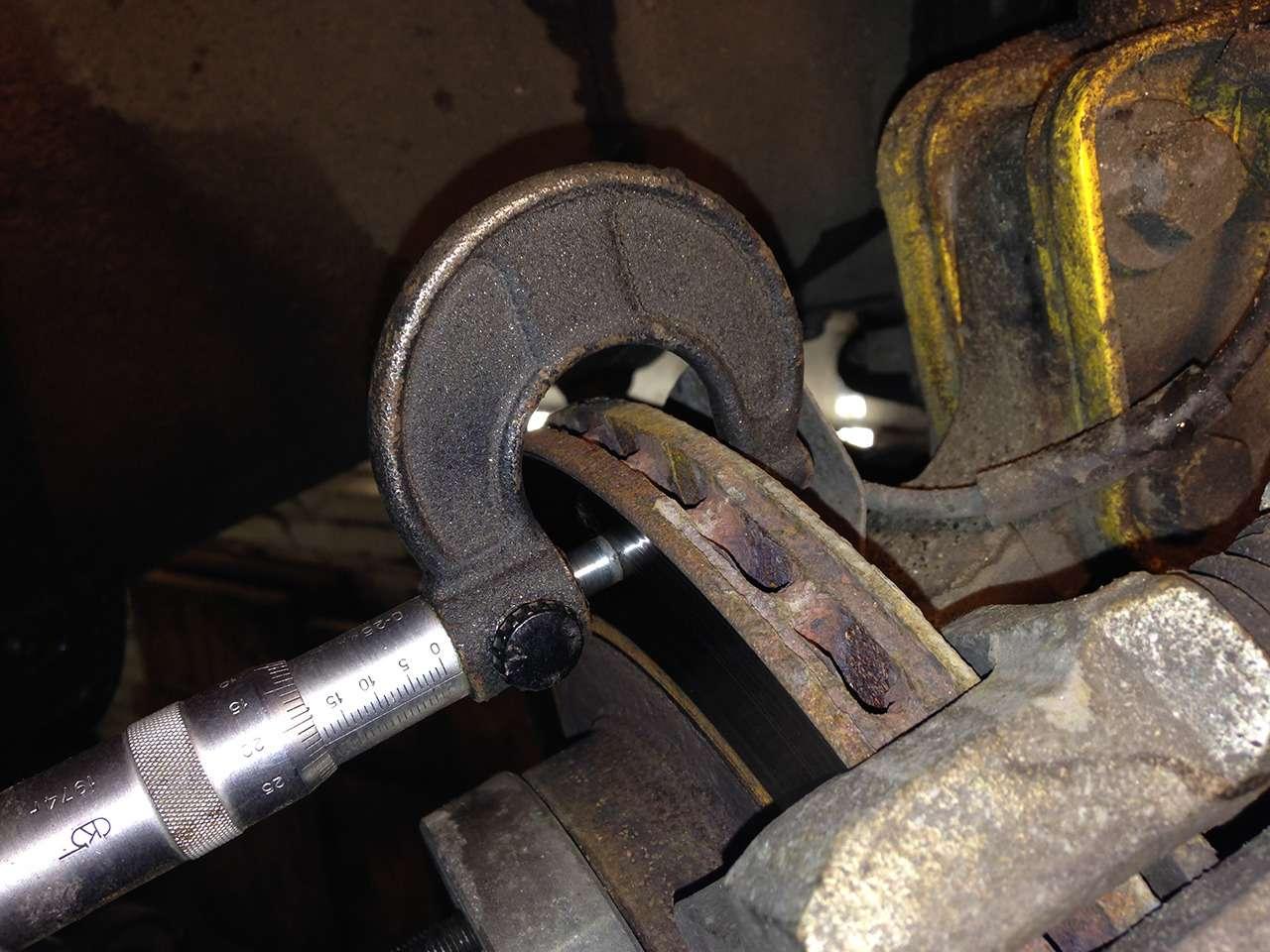 Каксамостоятельно оценить износ тормозных колодок идисков?— фото 834849