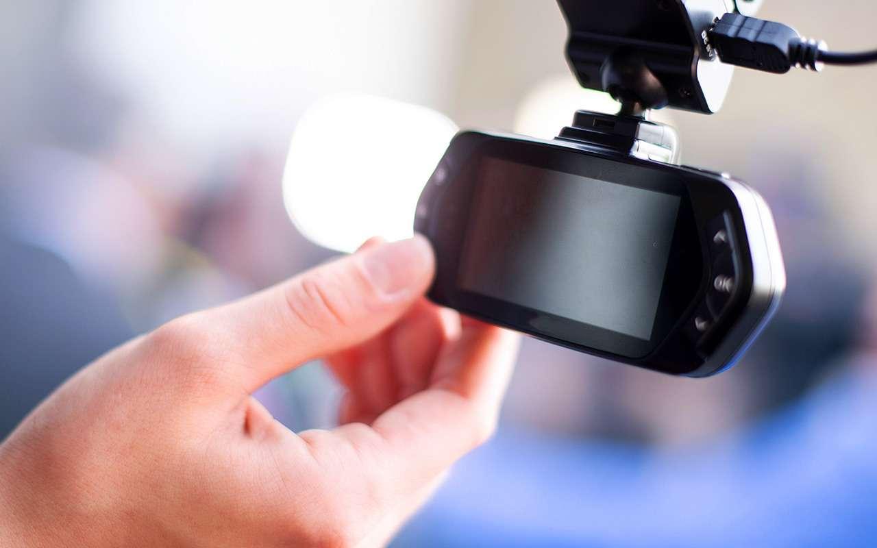 Тест видеорегистраторов: незачем переплачивать!— фото 885446