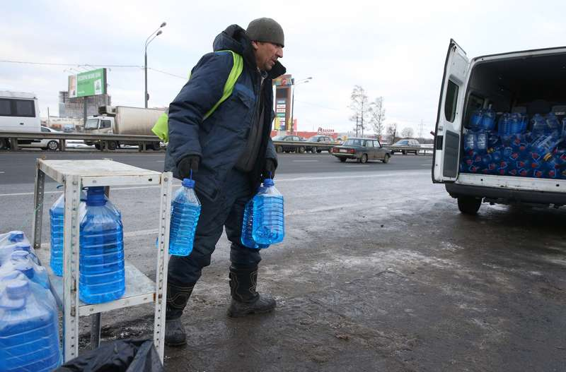 Рейд попресечению незаконной продажи стеклоомывающей жидкости дляавтомобилей