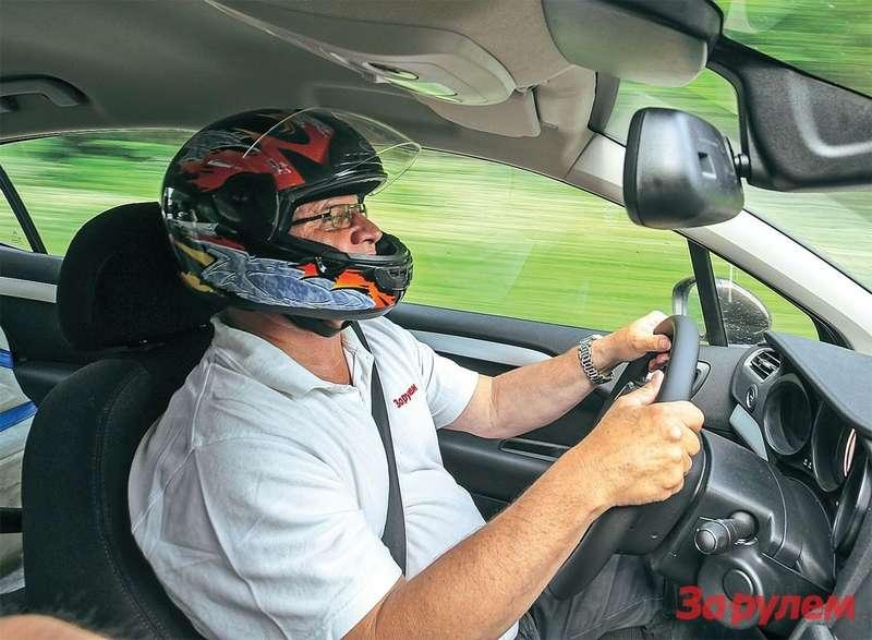 Автомобили, идущие от170до 220 км/ч, постоянно держали пилотов внапряжении.