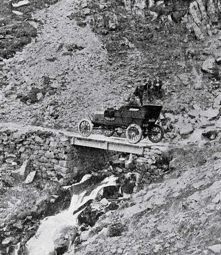 Британский Ford-T вовремя поездки врайоне Бен Ньюиса.