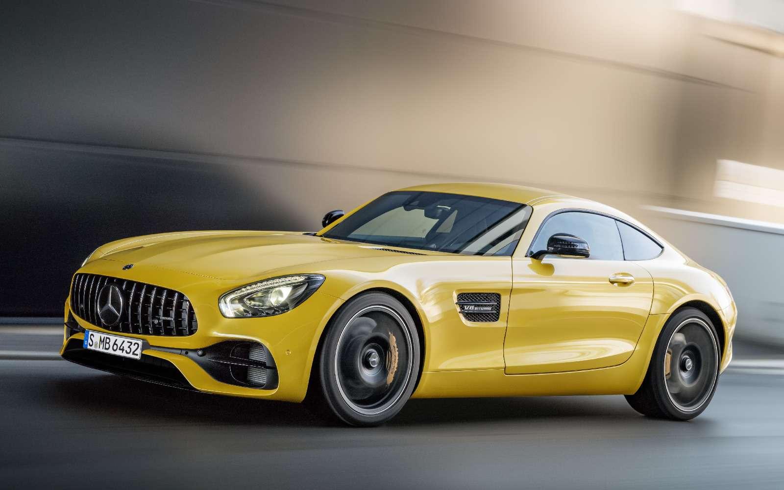 Спорткары Mercedes-AMG GTполучили вчесть юбилея новые «зубы»— фото 690883