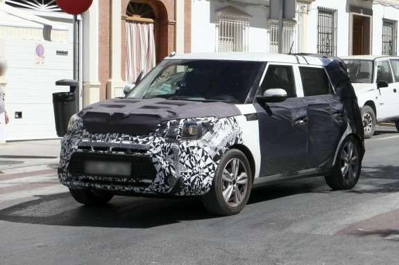New Kia Soul test prototype side-front view_no_copyright