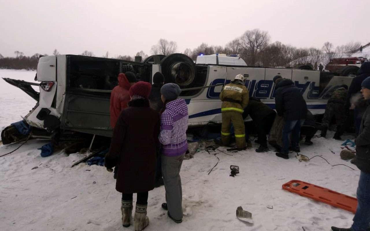 19человек погибли вупавшем смоста автобусе— фото 1013525