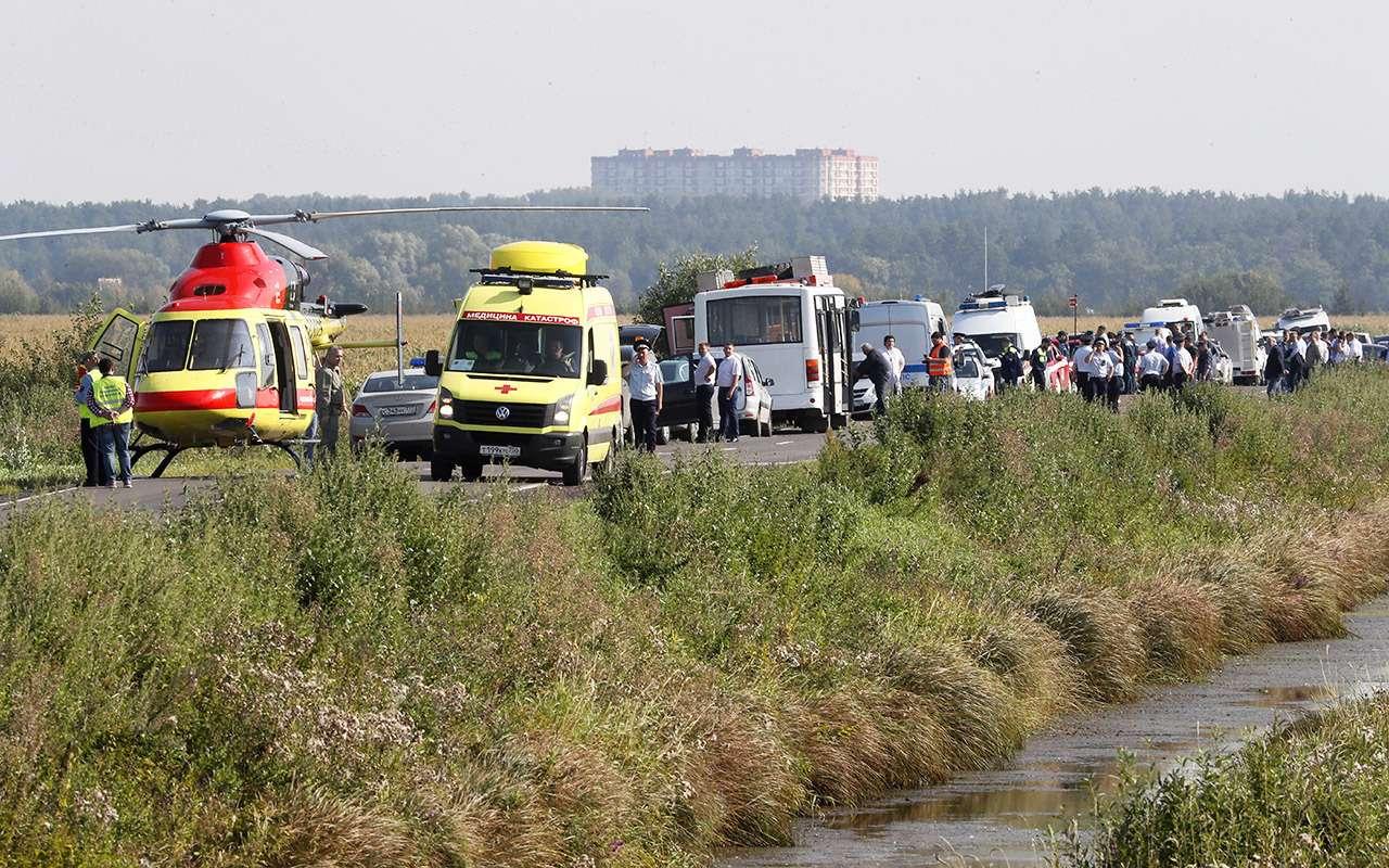 В Раменском районе ограничили автодвижение из-за самолета— фото 992130