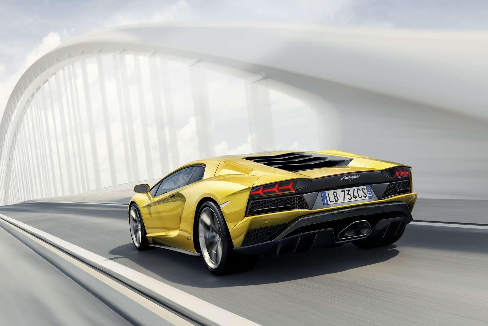 Полное управление: Lamborghini представила Aventador S— фото 681035
