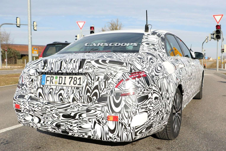 2017-Mercedes-E-Class-Sedan3