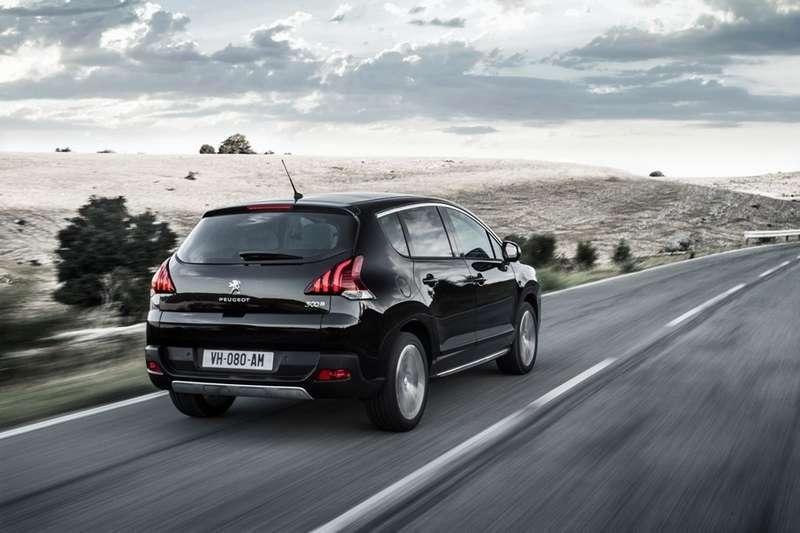 Peugeot_3008_FL_3_no_copyright