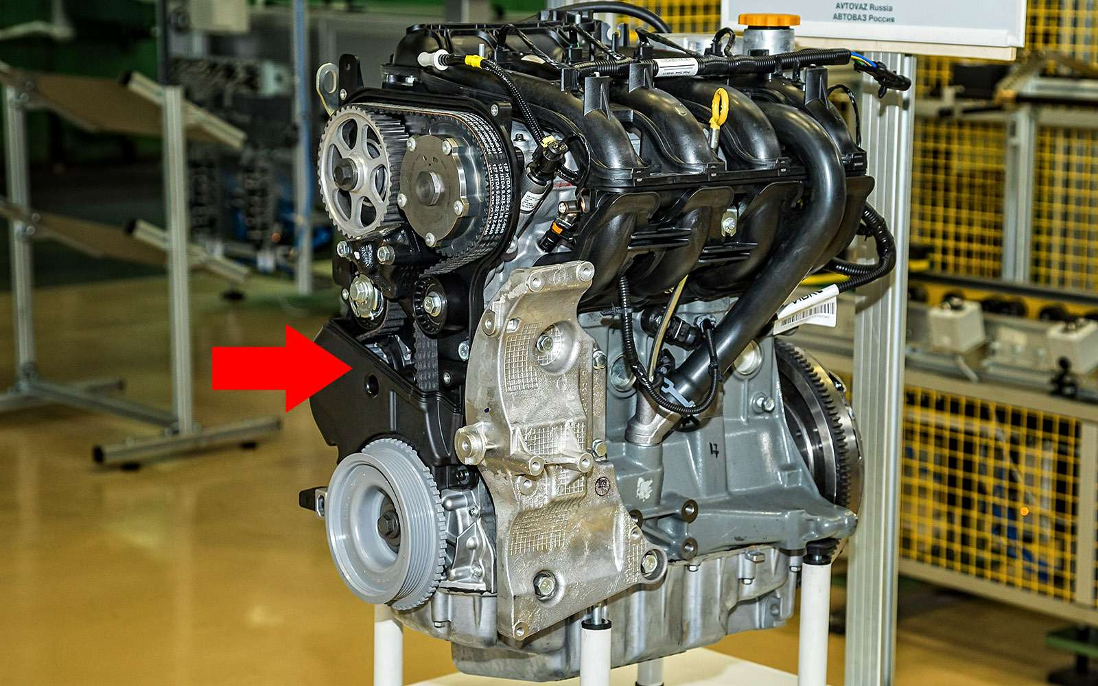 Водяной насос системы охлаждения двигателя