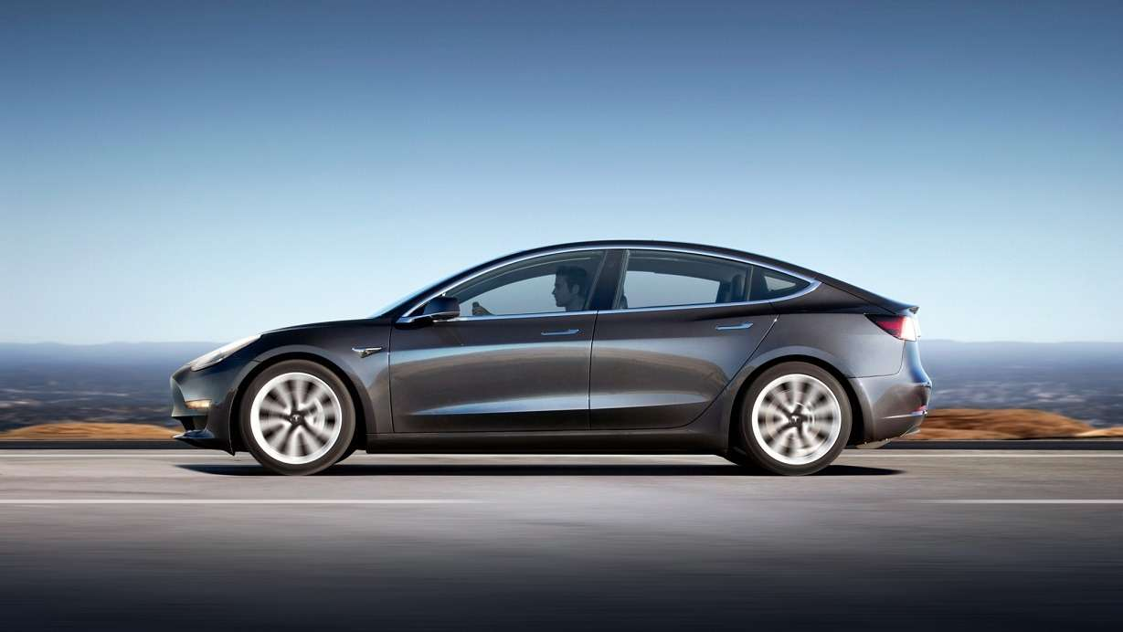 Tesla сообщила цены наModel 3.Нокупить еене дает— фото 779798