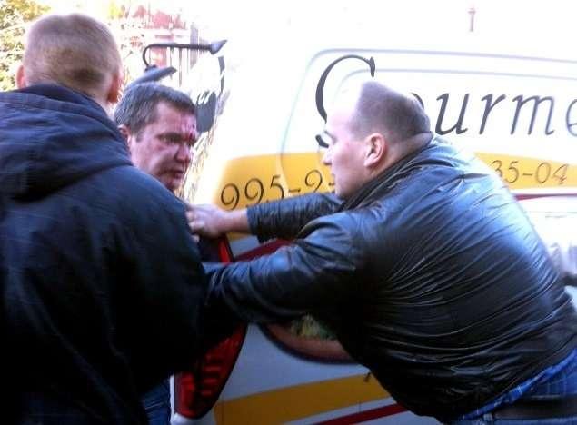 Водителя главы информагентства «Росбалт» избили вовремя дорожного конфликта вПетербурге