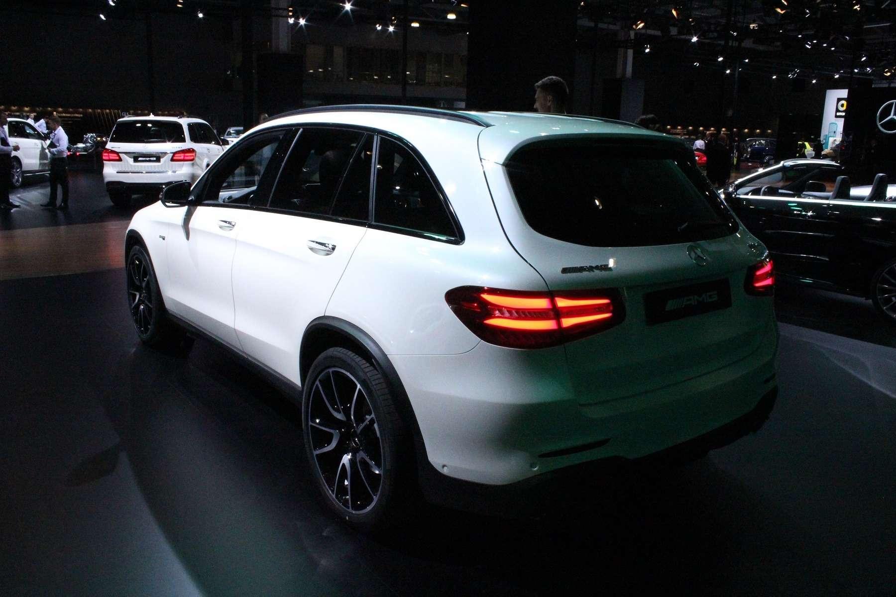 Стенд или шоу-рум: Mercedes-Benz E-класса ивсе-все— фото 624479
