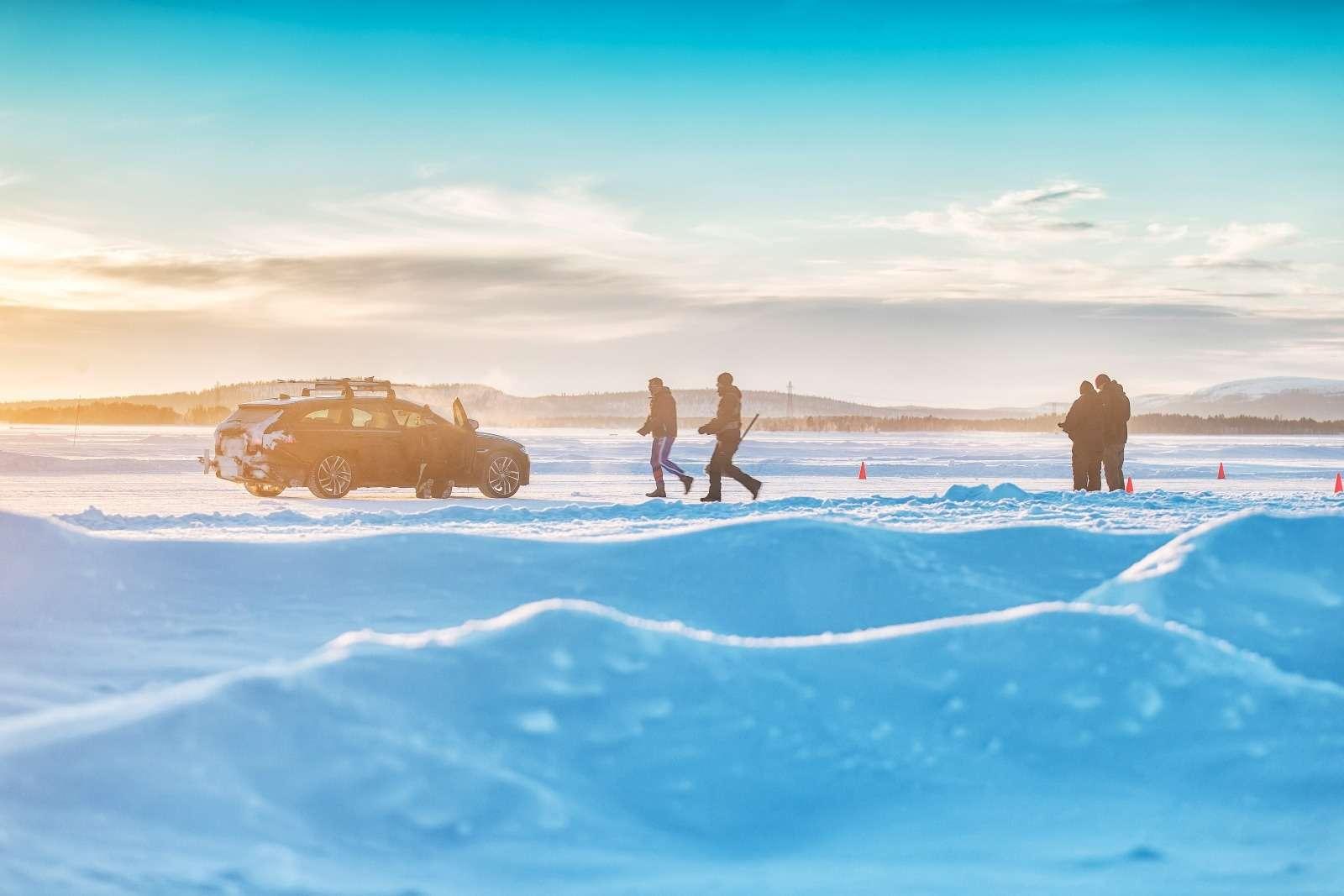 Jaguar установил мировой рекорд... поразгону лыжника— фото 801094