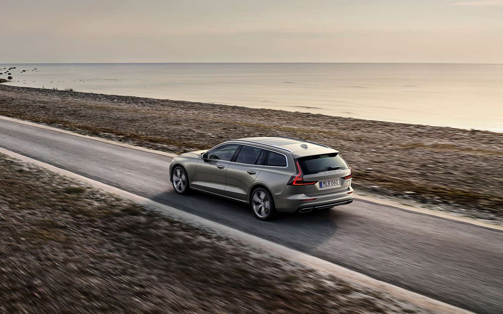 Volvo представила V60: семейный, роскошный инедлянас— фото 847554