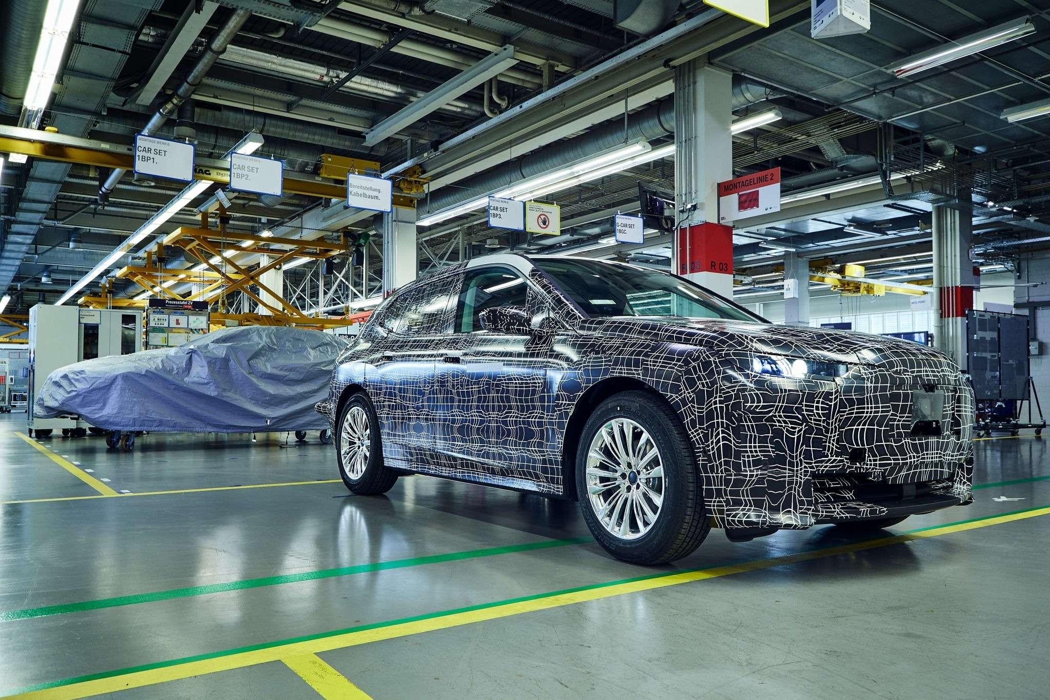 Электрический внедорожник BMW iNEXT встал наконвейер— фото 993287