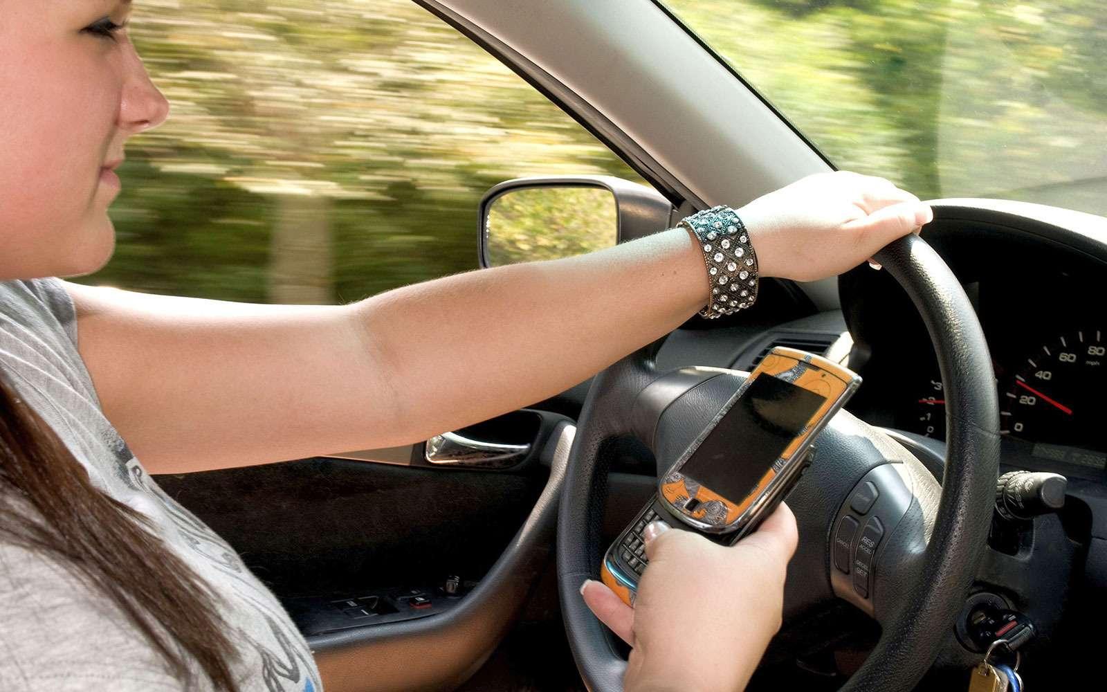Пользование телефоном зарулем автомобиля