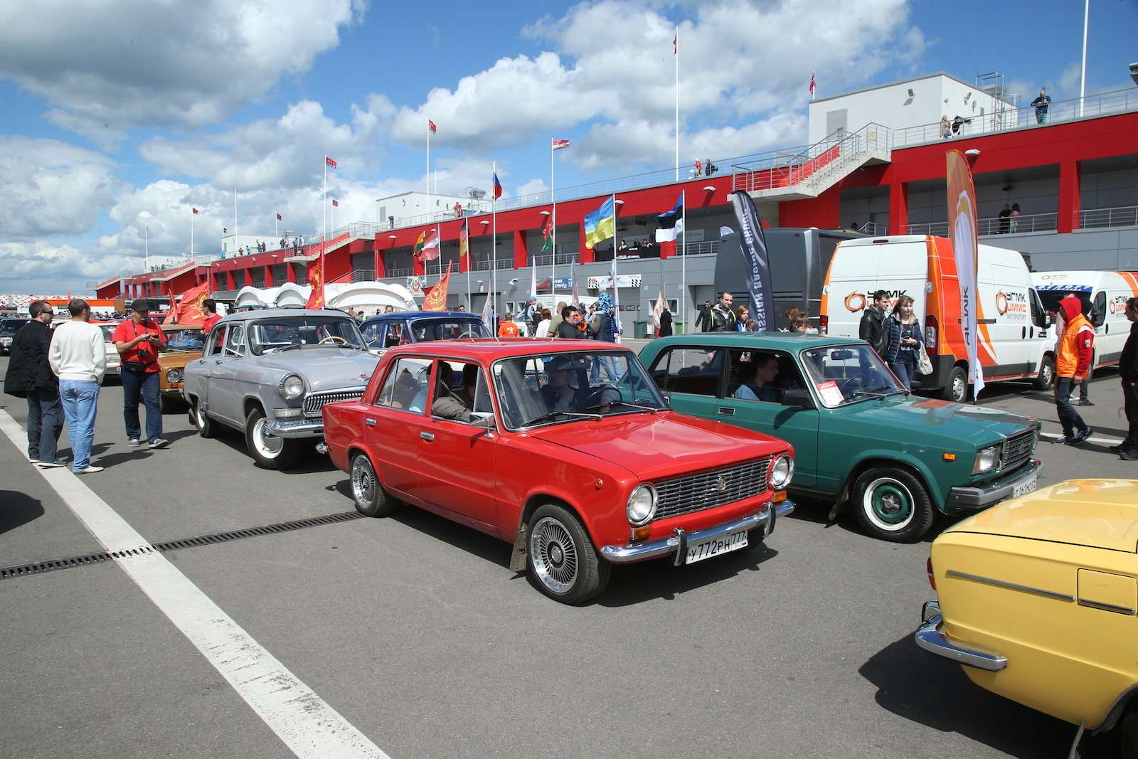 Болид ГАЗ-24«Зарулем» наMoscow Classiс Grand Prix— фото 608354