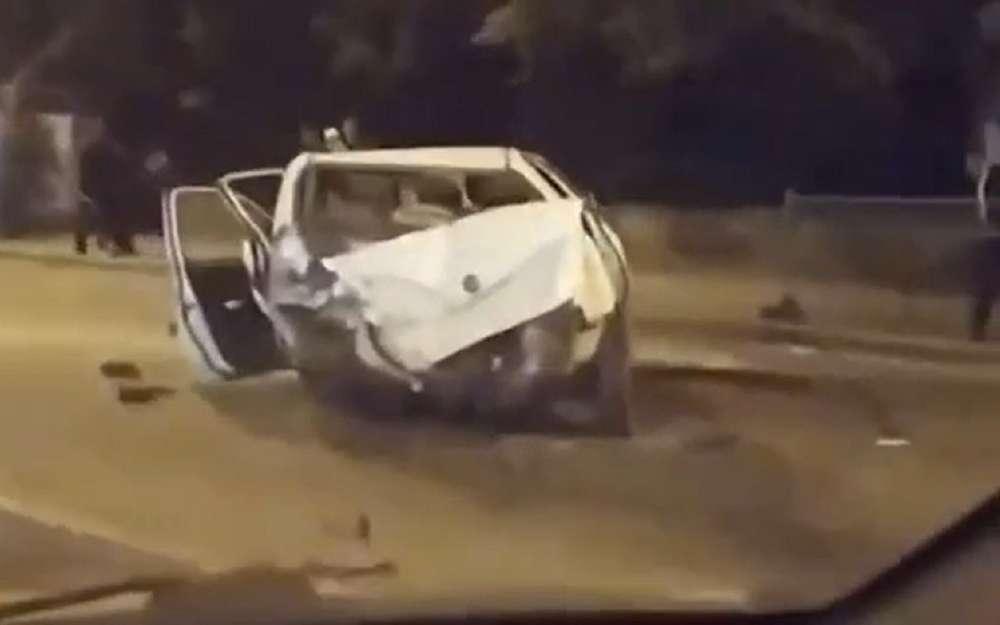 Водитель BMW протаранил транспортный поток (видео)